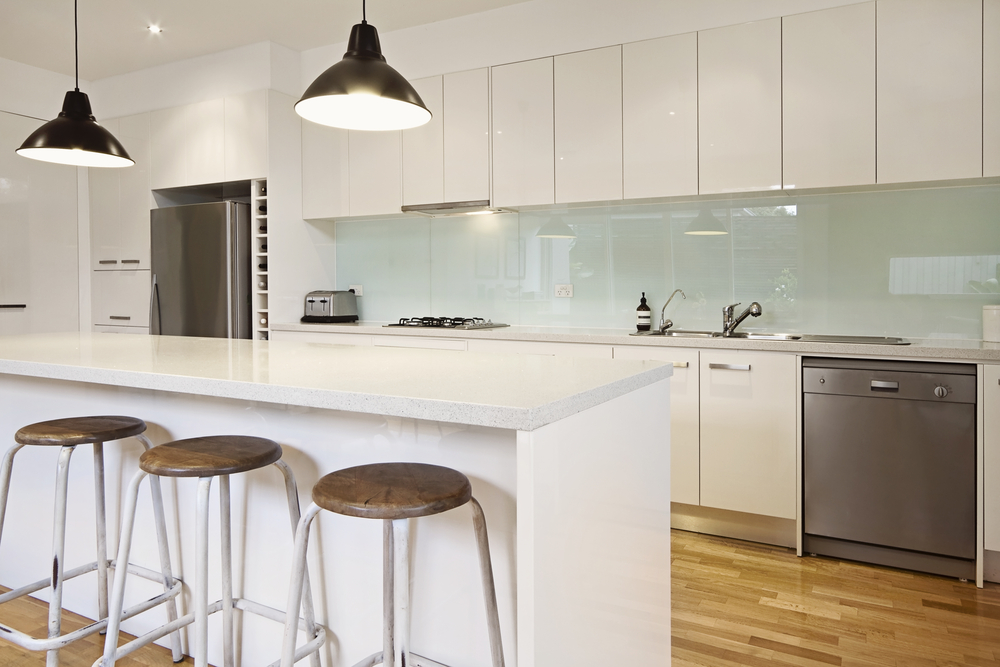 Features and Advantages of Glass Splahbacks: Adding A New Life To Your Kitchen