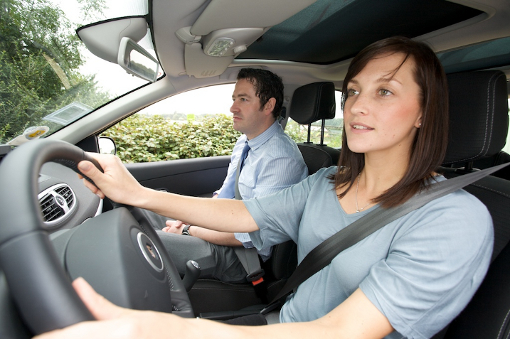 Choosing A Good and Trusted Driving School