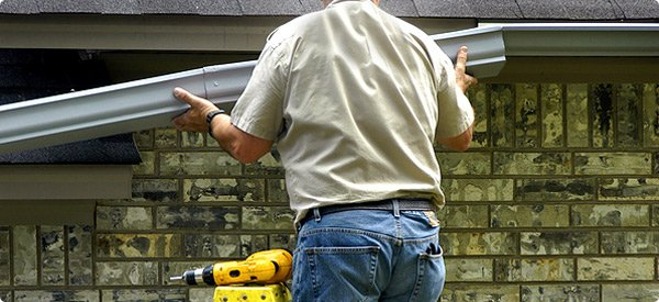 What To Do When Looking To Hire A Gutter Repairing Services?