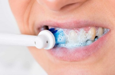 How To Brush Your Teeth Properly With An Electric Toothbrush