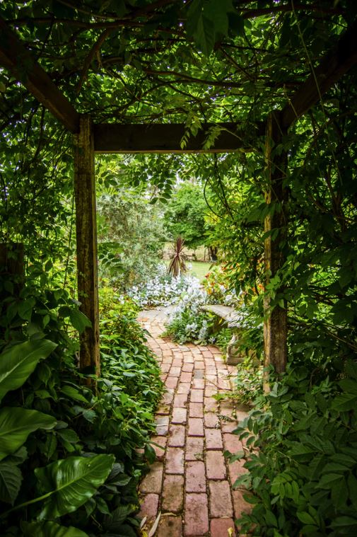 Beautifully Unique Walkways You Can Incorporate Into Your Landscaping