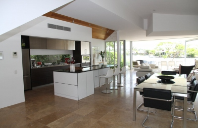 4 Advantages Of Using Glass Splashbacks In Your Kitchen